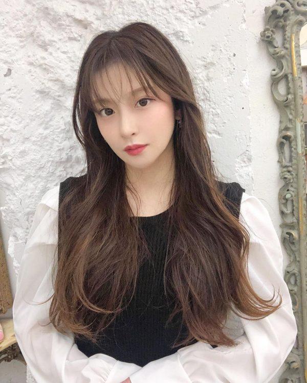 ちょっぴり無造作で人気を集める韓国風ロングヘア