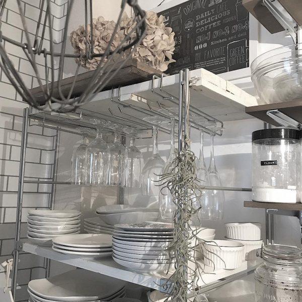 ラックを使って皿をおしゃれに収納するコツ