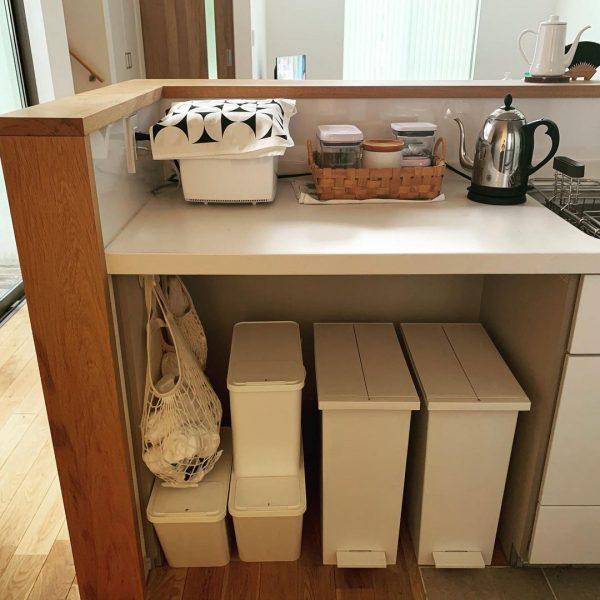 ゴミ箱をすっきり収納したキッチン
