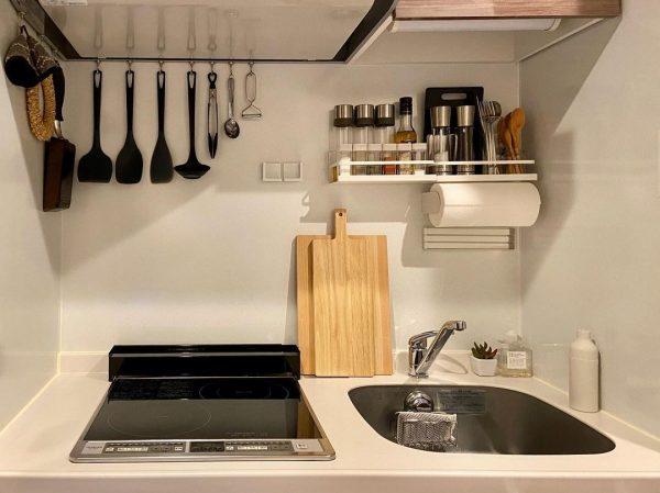 小さな空間をすっきりさせたキッチン