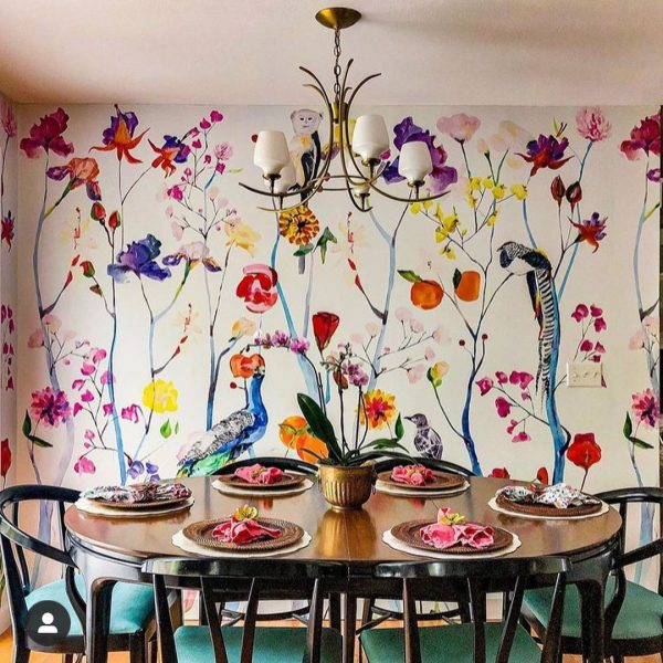 色鮮やかな壁がお部屋に遊び心をプラス