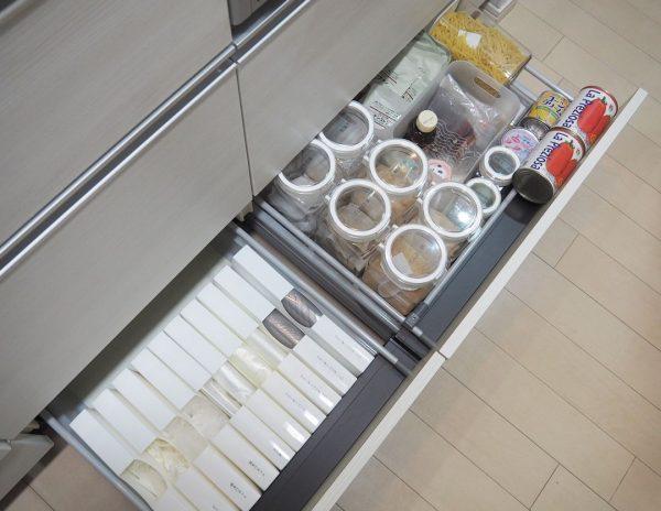 オープンキッチン 収納実例 調味料4