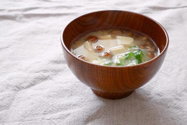 豆腐となめことオクラの味噌汁