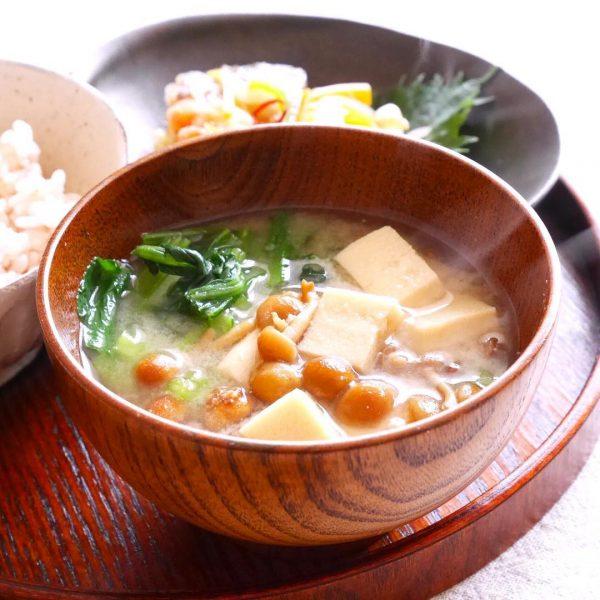 豆腐とオクラとなめこの味噌汁