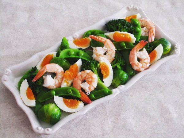 海老と芽キャベツの温サラダ