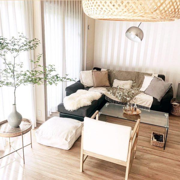 上品な印象のソファで6畳のリビング実例