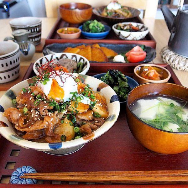 豚肉と長芋の韓国風スタミナ丼