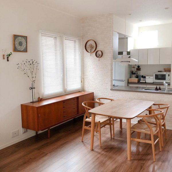 キッチンに対して垂直なインテリア実例