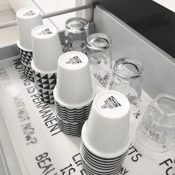 引き出しを活用したコップの収納アイデア