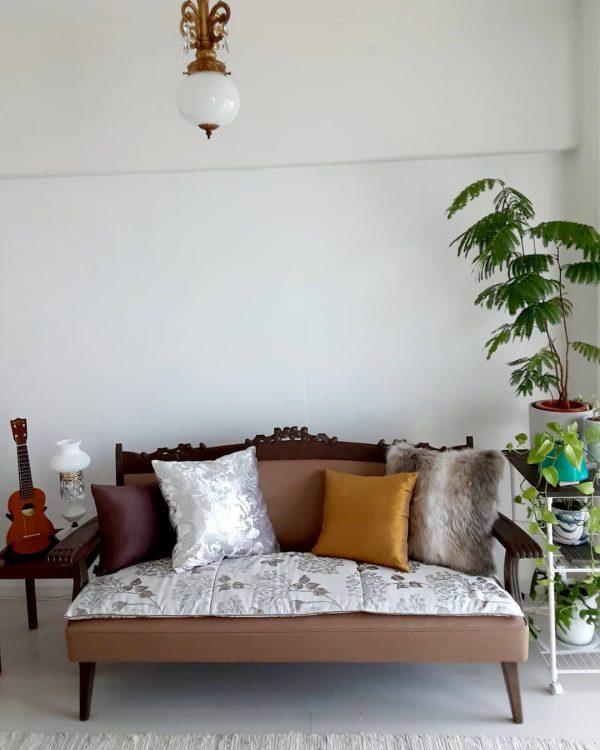 観葉植物を置いた6畳のリビング実例