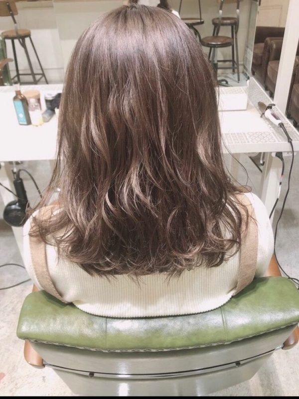 くすみピンク系髪色のやわらかヘア