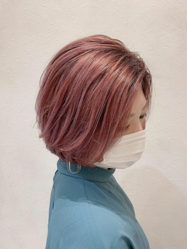 グラデーションのピンクヘアカラー