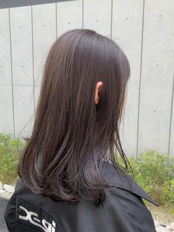 ストレートヘア×アッシュブラウン