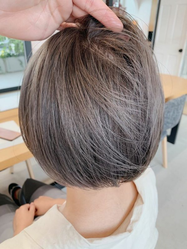 トレンド感満載の髪色「オリーブアッシュ」