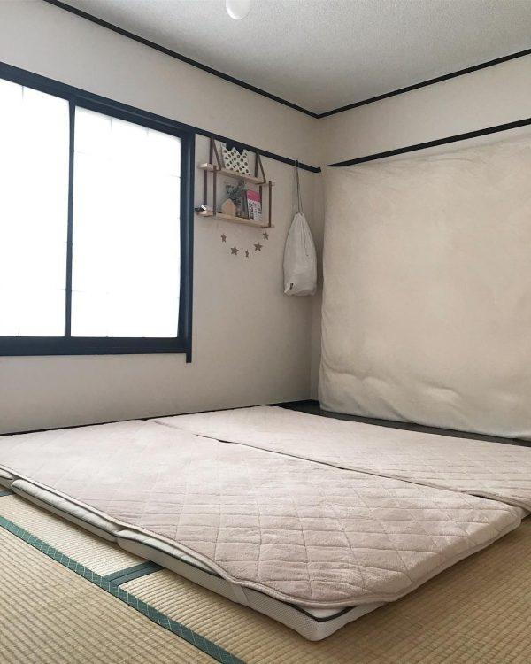 和室にマットをレイアウトした寝室