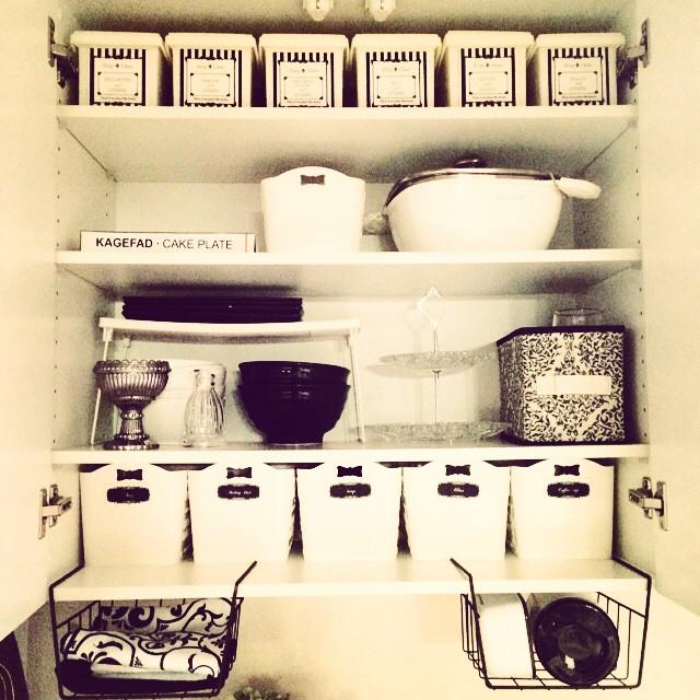 お椀とお皿を分けるシンク下の収納