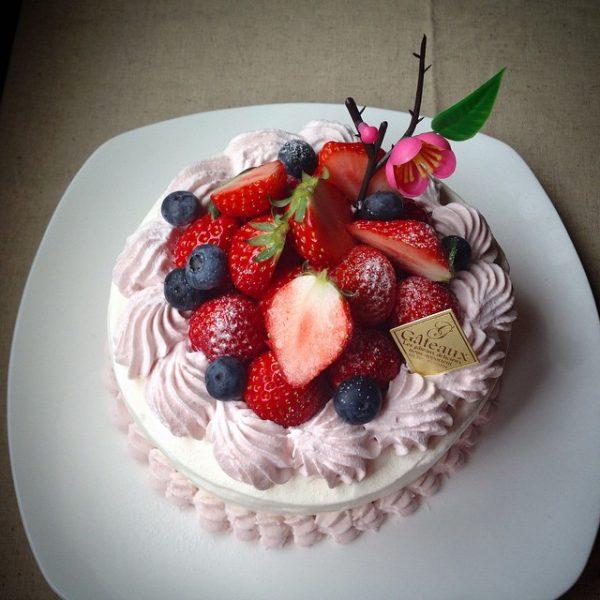 ピンククリームを使った美味しいケーキ