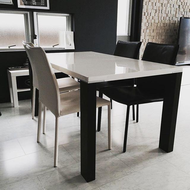 白×黒のシンプルなお部屋