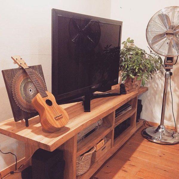収納を兼ねたテレビボード