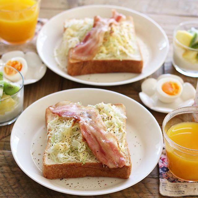 朝ごはんにキャベツトーストのベーコン乗せ