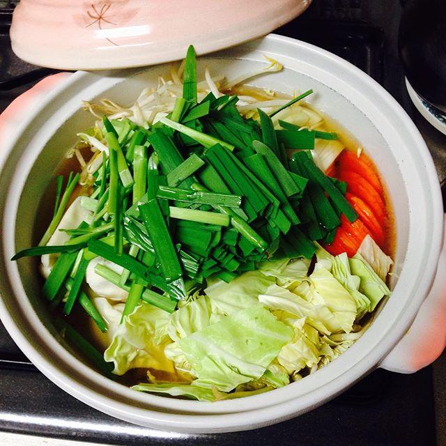 ビタミンエースでお肌喜ぶ♪簡単ニラ鍋レシピ