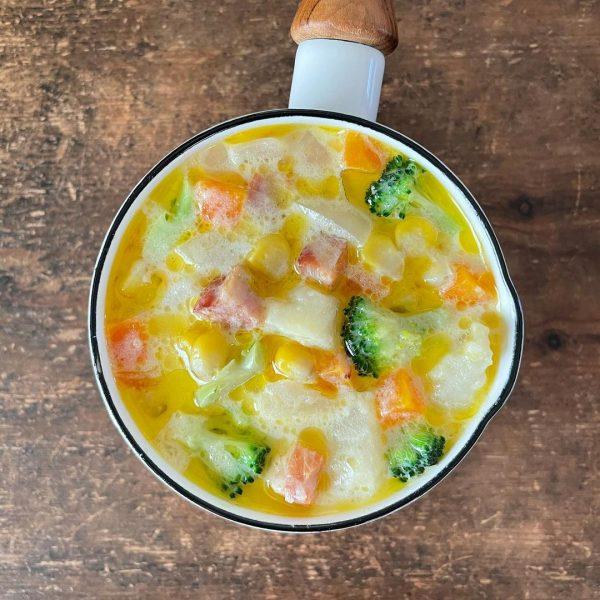 野菜たっぷりミルクチーズスープ