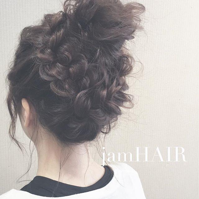 ロングで高めお団子×編み込みヘア