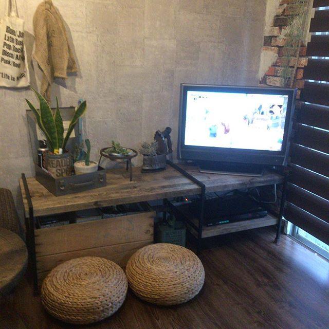 6畳の狭い場所に置くテレビの配置実例