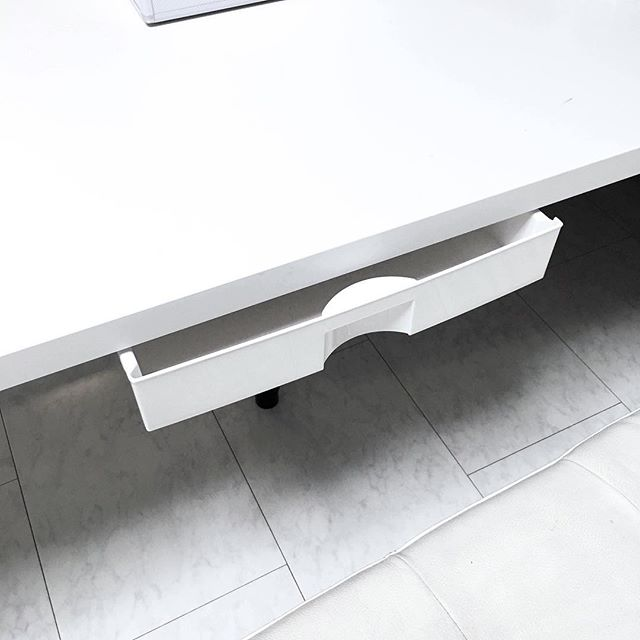 テーブル下の収納アイデア