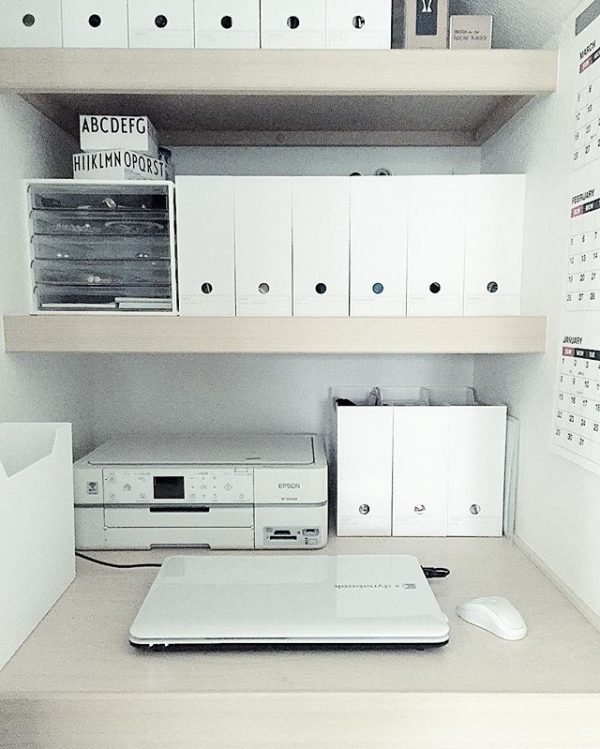 リビングにある収納を使ったパソコン置き場