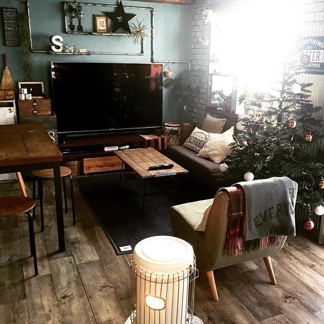 コの字型のテレビとソファの配置