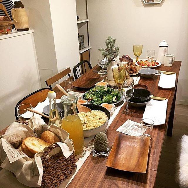 大皿料理がメインのテーブルコーディネート