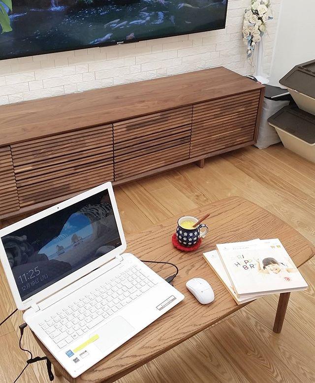 小さなテーブルに置くパソコン配置