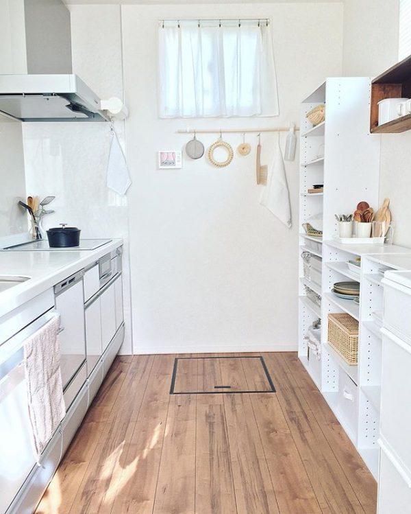キッチンの背面に置くカラーボックス収納