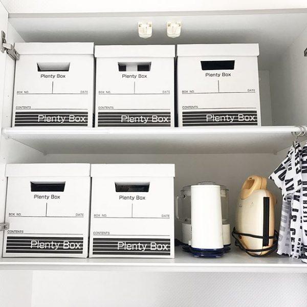 使い勝手の良い箱で美しい食器収納
