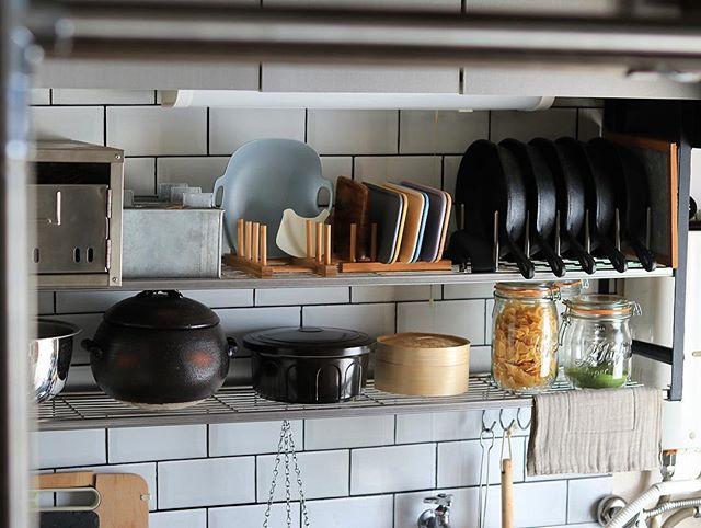 取り出しやすく片付けやすいキッチン棚