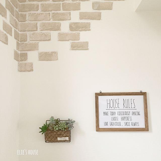 壁に100均のフェイク植物を飾った部屋作り