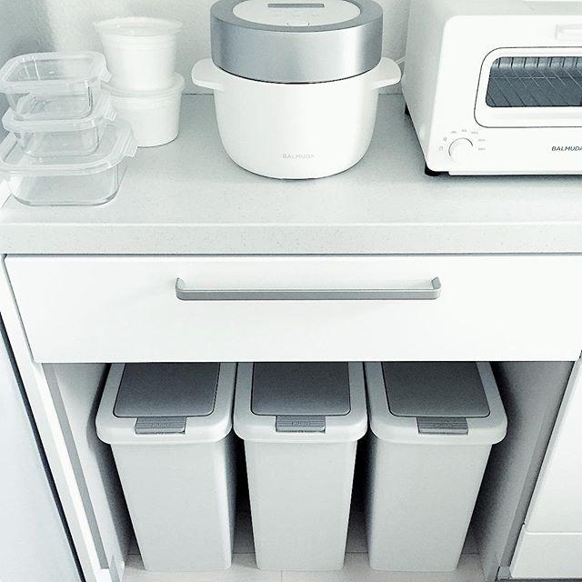 キッチン背面カウンター下に配置したアイデア