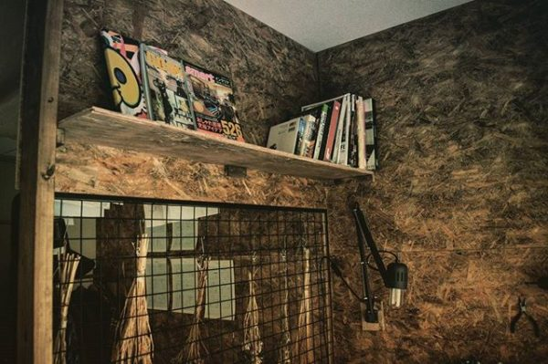 シンプルな手作り本棚