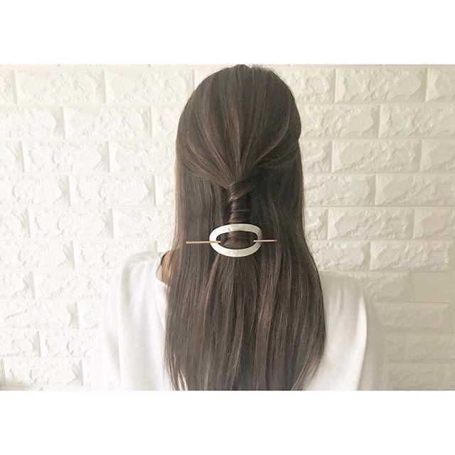 黒髪ロング ストレート まとめ髪2