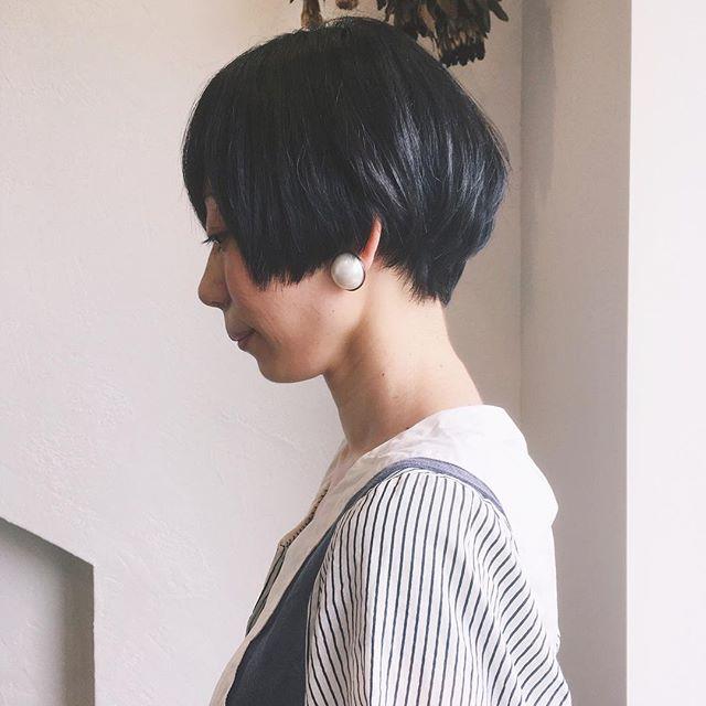 黒髪ショートの可愛い前髪ぱっつんヘアスタイル