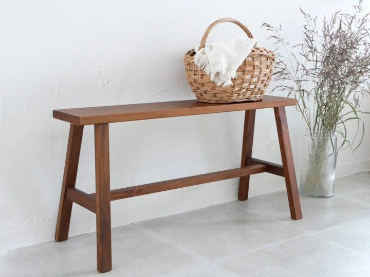 アカシア材のベンチ