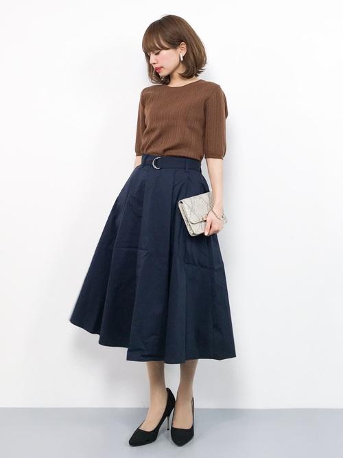 キャメルニット×ネイビースカート