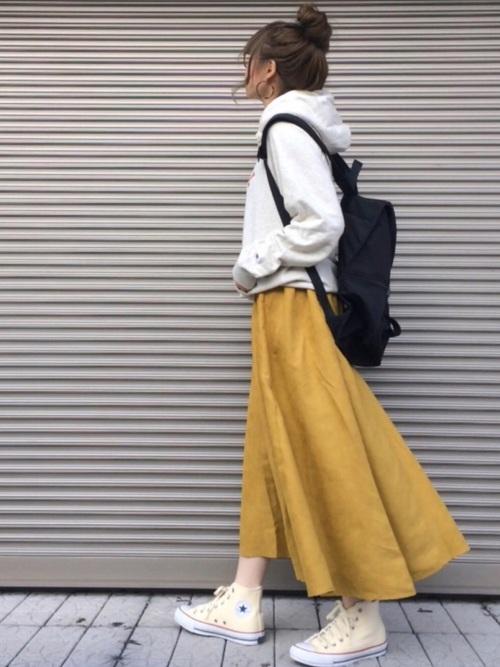 白ハイカットスニーカー×黄色スカート