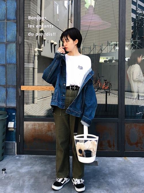 黒髪ショートに似合うファッション2