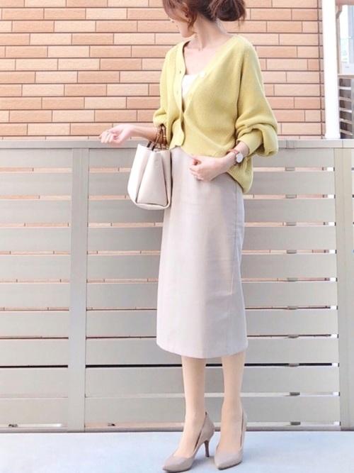 ベージュパンプス×タイトスカート