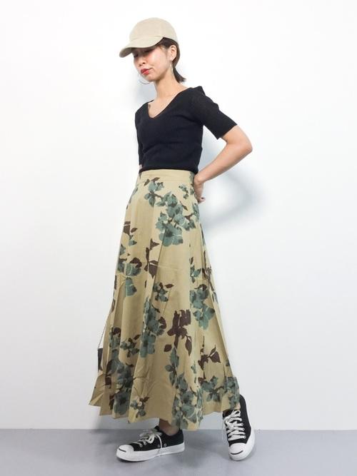 コーデュロイキャップ×花柄スカート
