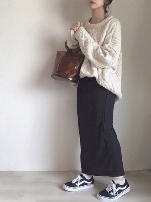GUタイトスカート×白ニット