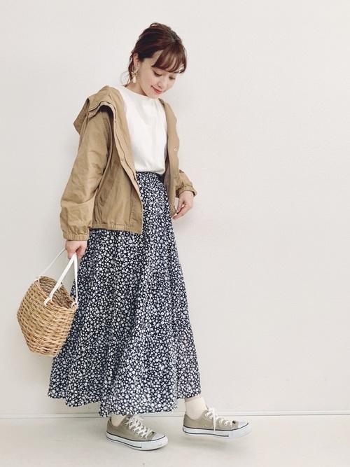 GU花柄スカート×ベージュブルゾン