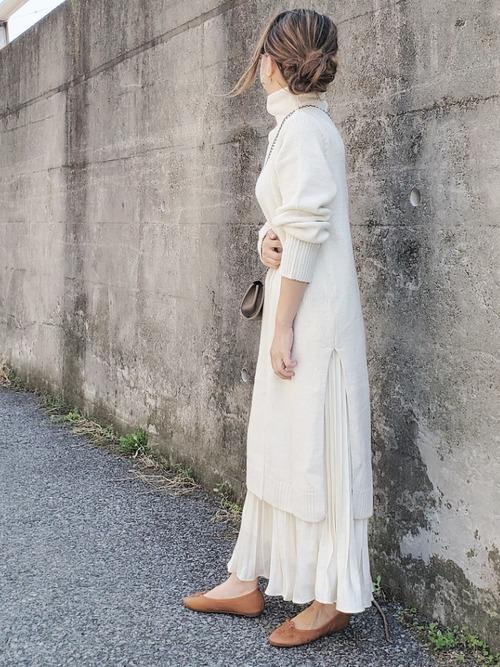 白ニットワンピ×白スカート